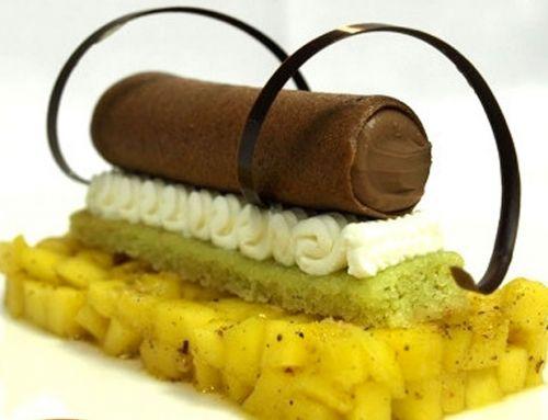 Lingot de mangue poivrée, mascarpone et cigare au chocolat-carambar
